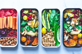 Mang cơm trưa đi làm mùa dịch, đừng phạm phải các sai lầm nghiêm trọng sau