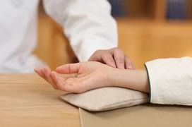 Phương pháp giảm nhẹ triệu chứng Covid-19 và khuyến cáo trong mùa dịch theo Y học cổ truyền