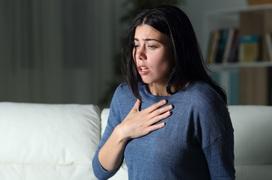 Triệu chứng khó hít thở sâu như thế nào? Bệnh khó hít thở sâu có nguy hiểm không?