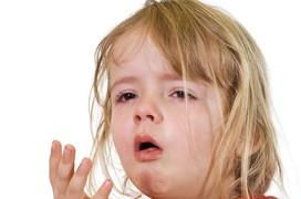 Làm gì khi trẻ bị viêm họng cấp khi giao mùa?