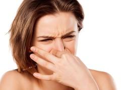 Huyết trắng có mùi cần phải làm gì?