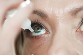 Viêm giác mạc mắt kiêng ăn gì?