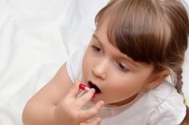 Chăm sóc trẻ bị tay chân miệng đúng cách tại nhà