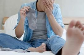 Nhiễm khuẩn phổi và nấm chỉ vì thói quen ngửi tất!