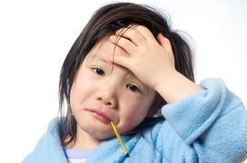 Hướng dẫn ba mẹ chăm sóc trẻ bị viêm họng cấp đúng cách