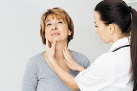 Người bị viêm họng mãn tính nên được chăm sóc như thế nào?