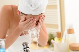 Hướng dẫn chăm sóc da đúng cách để phòng tránh viêm nang lông hiệu quả