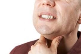 Bạn bị rát lưỡi đau họng kéo dài? Hãy cẩn thận trước nguy cơ mắc ung thư lưỡi