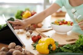 Bệnh nhân ung thư lưỡi nên tránh ăn gì?