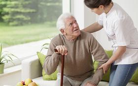 Một vài sai lầm khi chăm sóc sức khỏe người cao tuổi vào mùa thu