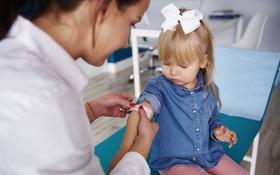 Tiêm vaccine phòng cúm cho trẻ nhỏ: Phụ huynh cần biết một số lưu ý