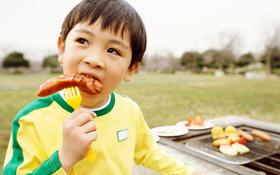 Mùa mưa trẻ không nên ăn gì để bảo vệ sức khoẻ? Món thứ 5 khiến nhiều phụ huynh ngỡ ngàng
