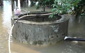 """TTƯT.BS Nguyễn Võ Hinh: """"Giếng nước bị ngập lụt thì nhất thiết phải thau vét và khử trùng mới được sử dụng"""""""