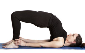 Làm chậm già hóa bằng 5 bài tập yoga cho người cao tuổi