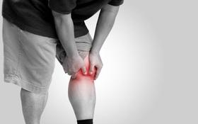 Hướng dẫn người bị đau nhức xương khớp ngồi điều hoà đúng cách và những sai lầm thường gặp