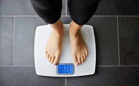 Những thói quen ăn uống buổi tối nào tránh dư năng lượng và gây thừa cân béo phì