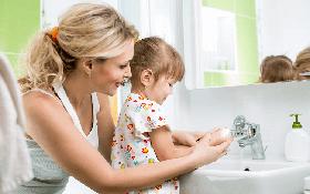 Cha mẹ bảo vệ con trẻ trong thời điểm dịch COVID-19 bằng cách nào?