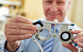 Phân biệt cận thị và loạn thị để chăm sóc và bảo vệ mắt đúng cách