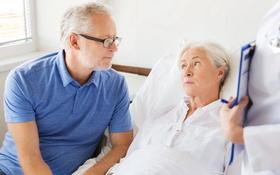 Hướng dẫn cách chữa vết loét cho người già an toàn, hiệu quả