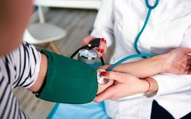 Người trẻ tuổi bị cao huyết áp đối diện với nguy cơ sa sút trí tuệ