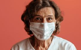 Quá trình lão hóa khiến người già dễ bị tổn thương hơn khi mắc COVID-19