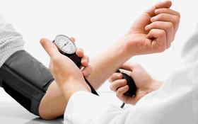 Người bị cao huyết áp có uống rượu được không? Lượng rượu an toàn cho bệnh nhân cao huyết áp