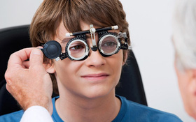 Nên đeo kính cận bao lâu mỗi ngày?