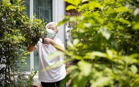 Chăm sóc người cao tuổi tại nhà trong dịch COVID-19
