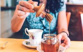 Uống chanh mật ong trước hay sau khi ăn sáng sẽ tốt cho sức khoẻ hơn?