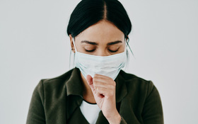 """Ho có đờm khi nhiễm Covid-19 và cách """"làm sạch"""" phổi sau điều trị"""
