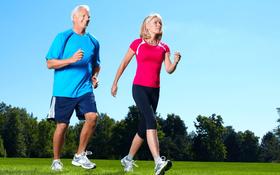 Thực hiện ngay việc đi bộ sau bữa tối nếu bạn muốn đẩy lùi mọi bệnh tật