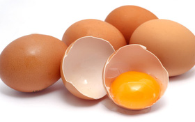 Hướng dẫn cách chăm sóc tóc với trứng gà và mật ong, ai cũng có thể thực hiện