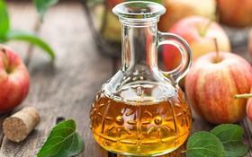 'Khốn khổ' vì bị gàu, bạn đã tham khảo phương pháp trị gàu bằng giấm táo chưa?