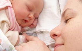 Mẹ viêm gan B có khiến con bị viêm gan B bẩm sinh không?