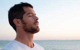 Chia sẻ cách tự vượt qua trầm cảm từ giáo sư y khoa
