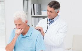 Hướng dẫn cách chăm sóc và phục hồi viêm phế quản ở người cao tuổi