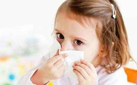 Mách mẹ cách phân biệt ho do viêm phổi và ho do cảm lạnh ở trẻ nhỏ