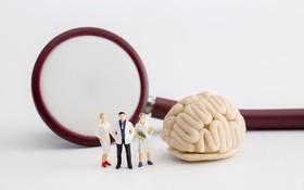 Phân biệt đột quỵ và phình mạch máu não