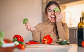 Bệnh nhân ung thư thanh quản nên ăn như thế nào? Một số loại thực phẩm cần hạn chế ăn