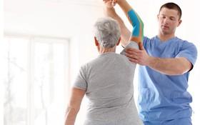 Ai nên áp dụng phương pháp vật lý trị liệu? Một số bài tập vật lý trị liệu chữa đau cổ vai gáy