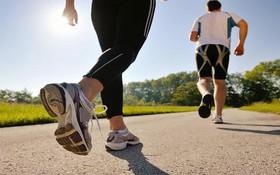 Người bị thoái hóa cột sống có nên đi bộ không?