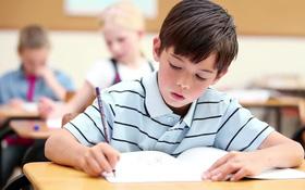 Cha mẹ cần biết 8 dấu hiệu cong vẹo cột sống ở trẻ em