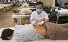 7 nguyên tắc và phương pháp phục hồi chức năng cho bệnh nhân bị đau lưng