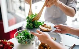Cách ăn uống cho bệnh nhân ung thư và những lưu ý quan trọng