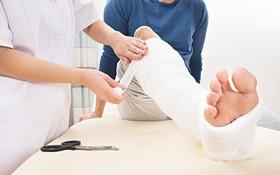 Hiện tượng dễ bị gãy xương, xương yếu bất thường: Có thể là dấu hiệu ung thư xương sớm