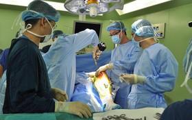 Thời gian hồi phục sau phẫu thuật chữa viêm khớp dạng thấp phụ thuộc vào đâu?