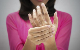 Vì sao phụ nữ dễ bị viêm khớp dạng thấp hơn?