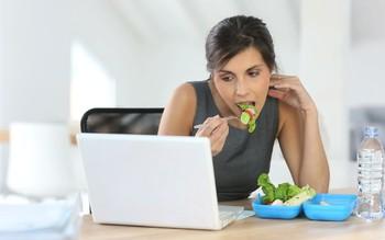 4 thói quen gây sỏi thận giới văn phòng thường xuyên mắc phải