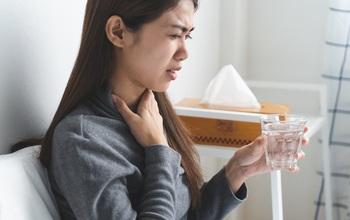 Khô họng sau khi thức dậy là bệnh gì? Những điều cần biết về chứng khô họng sau khi thức dậy