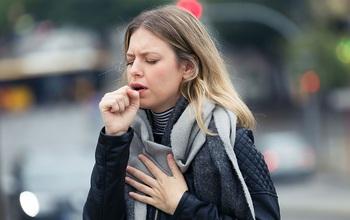Bác sĩ hướng dẫn 6 cách xử trí cơn ho kéo dài khi trời lạnh